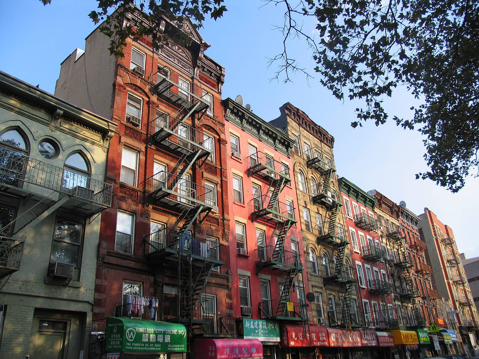 b95f8e5a9258a New-York-Chinatown-houses